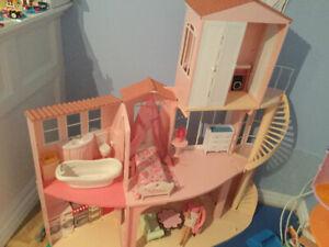 Maison Barbie et quelques accessoires