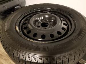 Honda CRV 225/65R17 Winter Tires on Rims - Michelin - 95%