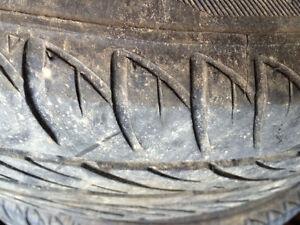 Set de 4 pneus d'été Sailun 175/65r14 sur roues peu roulés Lac-Saint-Jean Saguenay-Lac-Saint-Jean image 2