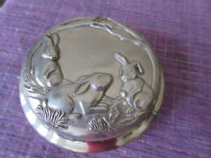 VINTAGE SEAGULL PEWTER  LIDDED TRINKET BOX W/BUNNY RABBITS