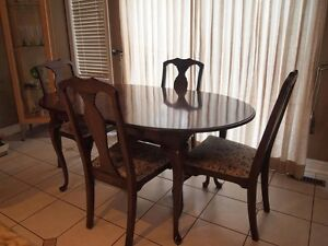 Dining Table + 7 chairs!!!! why seven? 7 is a lucky number :-) Oakville / Halton Region Toronto (GTA) image 1