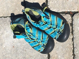 Keen sandals size youth 3