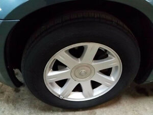 2005 Chrysler 300 17 inch alloy rims with tires