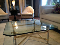 reduction: stunning glass cocktail table: small chip = low price