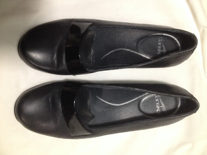 New Ladies Black Leather Dansko Shoes Size 41