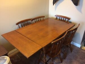 Dining Table With Slide Out Leaves And Six Chairs London Ontario image 2