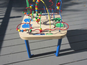 Finger & Wire Bead Fun Table by  EDUCO  .....Excellent Condition