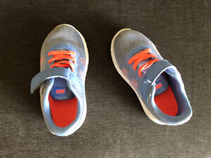 Chaussures Nike pour enfants taille 8 /Toddler Nike shoes Size 8