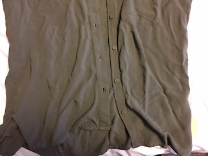 H&M Olive Green Button-Up Collared Shirt - Size 4 London Ontario image 3