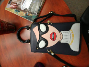 Super cute purse. Very good condition. Smoke free home.