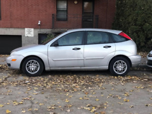Ford Focus ZX5 2005 ( accidental car / just for parts )