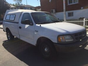 Ford F-150 v6. 1998. Automatique. 600$