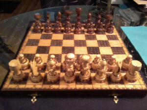 Classic All Wood 1980s Chess Game (like new)