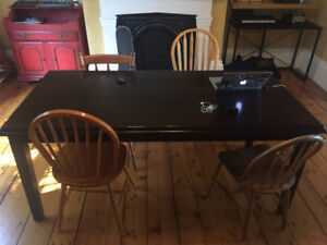 Nice dining room table. Pick up only