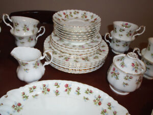 Royal Albert Winsome China 35 Pieces Excellent