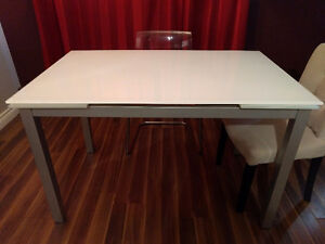 Extension Dining Table –  Super White / Glass