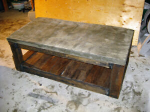 Table de salon en bois et beton