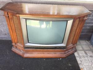 FREE Vintage Hitachi Floor Model TV Parts - Repairs - Cabinet??