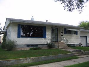 Centrally located 2-Bdrm Bsmt Suite & Garage in SE Neighborhood