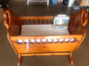 Antique baby crib/bassinet comes with the mattress pad .