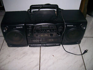 RADIO TAPE a cassette et cd  15$ tel  819 536-5362
