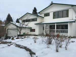 SPACIOUS, FAMILY-FRIENDLY HOUSE -- WITH or WITHOUT SUITE - DEC 1
