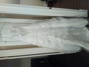 Wedding Dress. Not worn or altered. Size 2 from David's Bridal. Cambridge Kitchener Area image 4