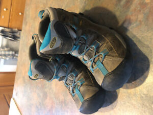 Women's size 8 keen hiking boots