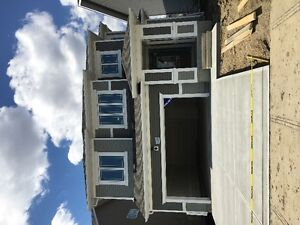 IMMEDIATE POSSESSION! 32' wide stunning home, showhome model!