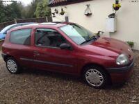 Red Renault clio grande