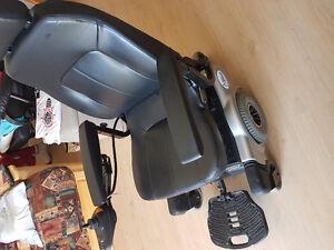 chaise roulante acheter et vendre dans sherbrooke petites annonces class es de kijiji. Black Bedroom Furniture Sets. Home Design Ideas