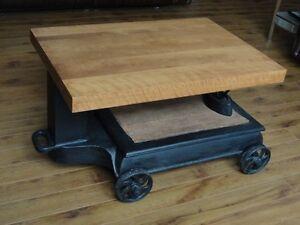 Antique table de salon ( balance )