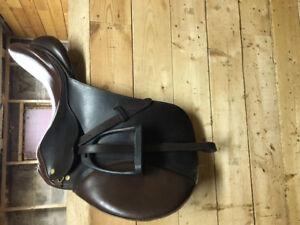 """17"""" CanPro English Saddle"""