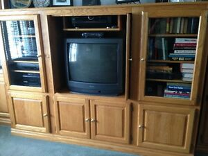 ENTERTAINMENT  CENTER LARGEEEEEEEEEEEEEEEEE