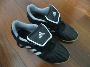 Youth Indoor Soccer Shoes - sz 4