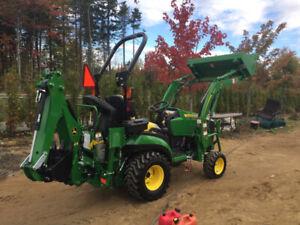 John Deere 1025r 2018 (60h) avec loader et backhoe