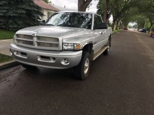 2002 One Owner  Dodge DIESEL 4x4 2500 Truck with 129000 km