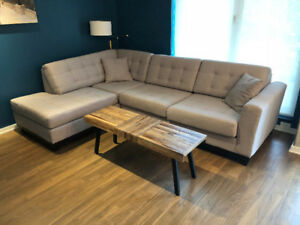 NEW CONDITION HIGH QUALITY SECTIONAL COUCH / MADE IN CANADA