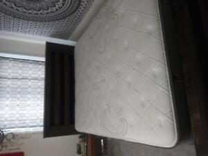 Stearns and foster queen mattress/ box and bedrame