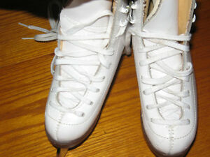 Little Girls ?Jackson Figure Skates - sz 9 Kingston Kingston Area image 2