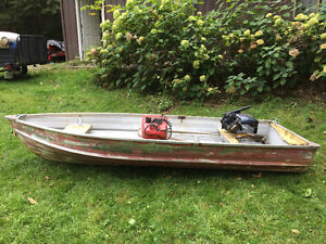 12 ft. Aluminum Fishing Boat with 9.9 Evinrude motor