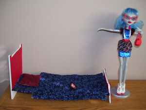 Monster High Ghoulia & Bed