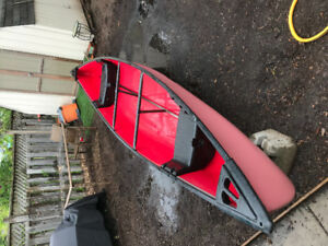 17' Coleman canoe with paddles and 2 life jackets
