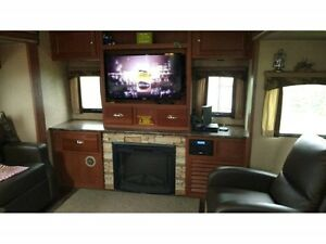 34' Luxury Trailer Rental w/ 2 Super slide *Experience Camping*