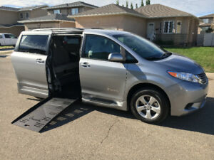 Wheelchair Accessible 2017 Toyota Sienna LE. Mint condition