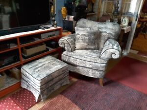 Charming Chair w/ Ottoman*Soft Animal Print*Greys, Tan & Black