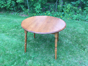 Dining Table with 6 chairs - Can deliver