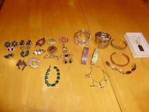 JEWERLLY BROOCHES, EARRINGS, NECKLACES, BRACLETS, RINGS