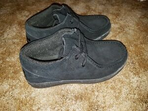 Black suede Ipath skate shoes