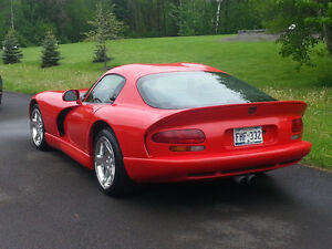 2002 Dodge Viper GTS Coupe (2 door)